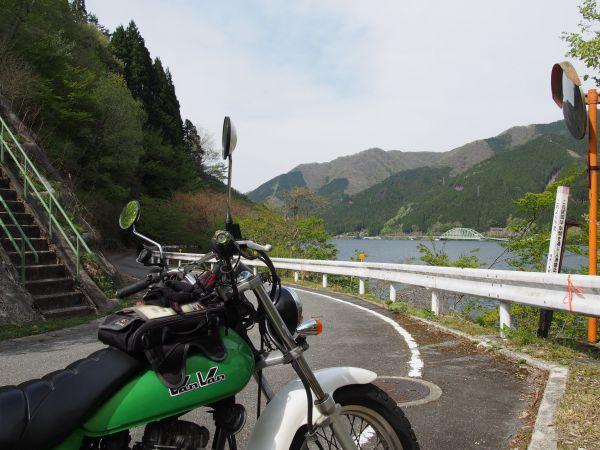 音水湖畔をバンバンと走る