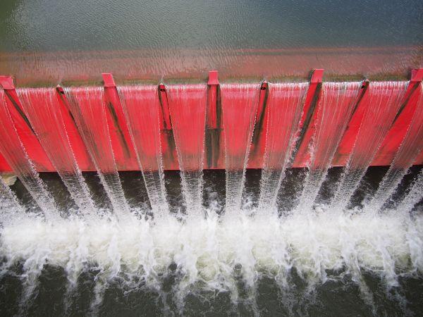 規則正しい水の流れ