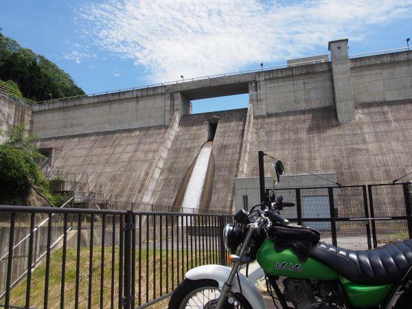 近くまで行くことが可能なダム