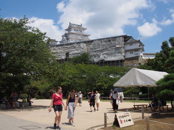 姫路城まだ少し修理している