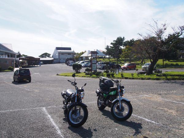 屋根付きバイク駐輪場あり