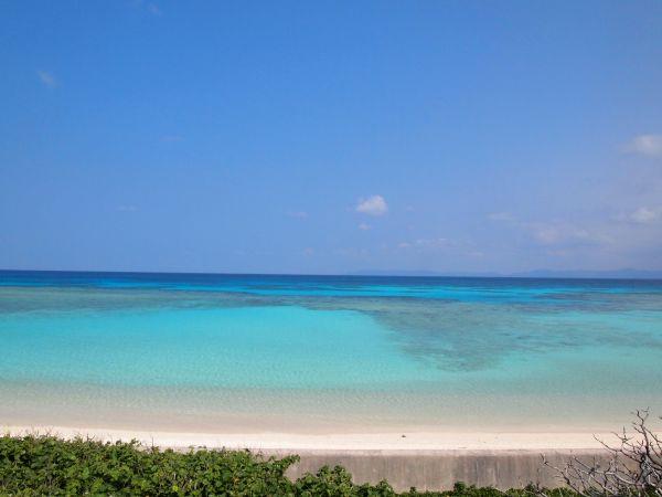青すぎて、そして誰もいない海