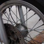 バイクのスポークの錆対策、開始(: ・`д・´)【バンバン200】