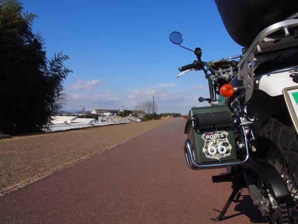 バイクにサイドボックス完成