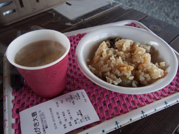 牡蠣ご飯とお味噌汁のセット