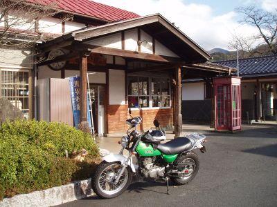 若桜駅前にて。