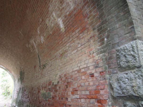 レンガ造りのトンネル